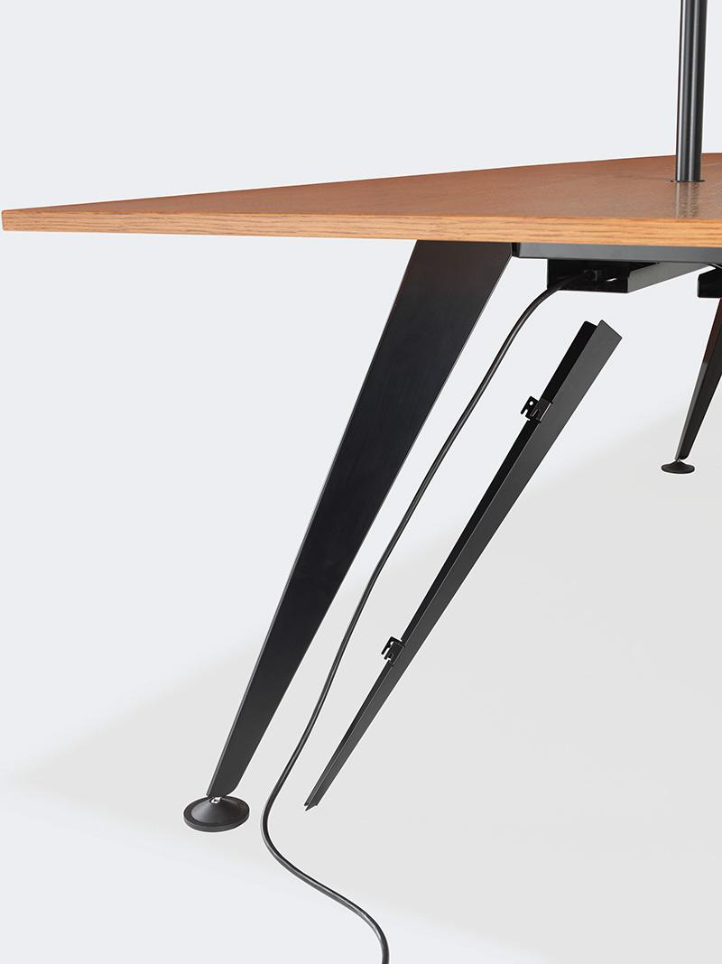 Detail der Elektrifizierung des Tischprogramms 9500/9550 von Kusch+Co. Foto: Kusch+Co